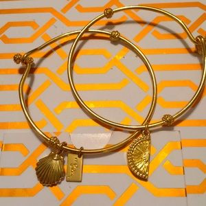 Lilly Pulitzer 2 goldtone bangles cute!!